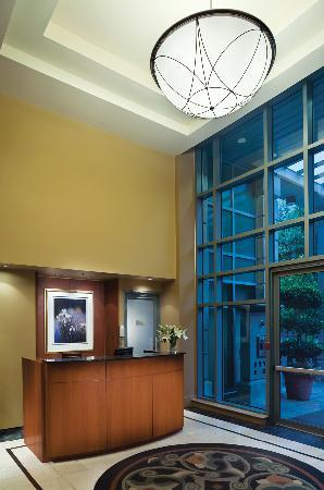 Lord Stanley Suites On The Park: Front Desk