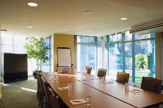 Lord Stanley Suites On The Park: Conference Room