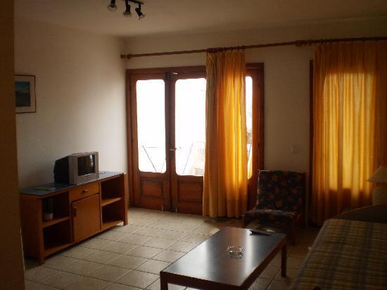 Maribel Apartments: Living Room
