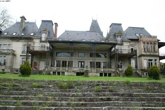 Le Vigen, France : the back of the chateau