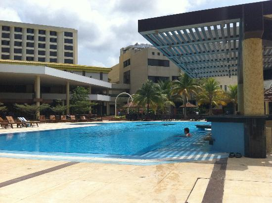 Eko Hotels & Suites: Best Pool in Nigeria with a bar in the water