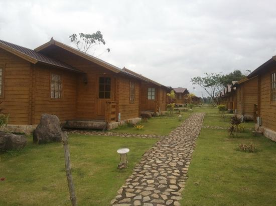 CWC (Camsur Watersports Complex): Rooms