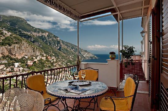 Terrazza attrezzata vista mare picture of casa le for Terrazze arredate