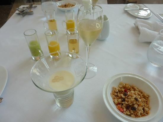 アルモニーアンブラッセ大阪, 野菜ジュース シリアル