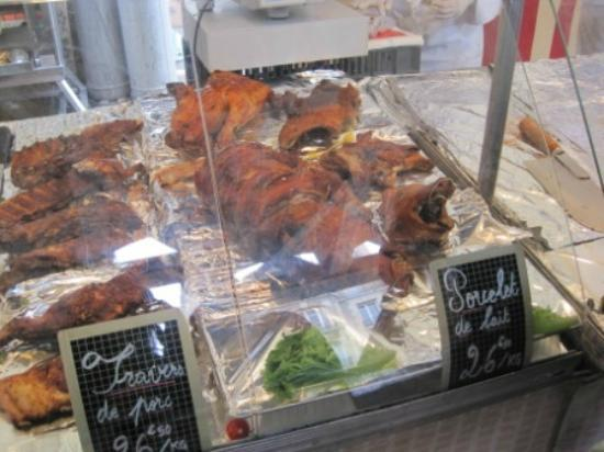 Marché Grenelle: pig head