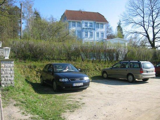 Hetzdorf b. Niederschoena, Germany: Sicht auf das Haus vom Parkplatz aus.
