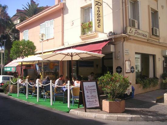 Golfe-Juan Vallauris, فرنسا: Esterno dell'albergo