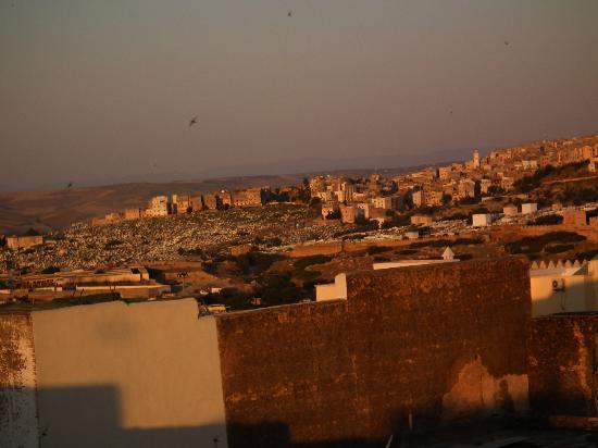 Riad La Cle de Fes: vue de la médina depuis la terrasse