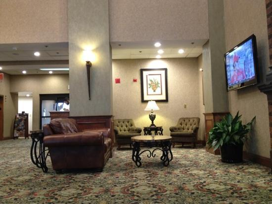 Days Inn Baltimore Inner Harbor: nice lobby with a 69 inch tv
