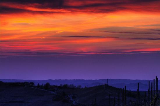 Cascina Bricchetto Langhe: Il tramonto da Cascina Bricchetto