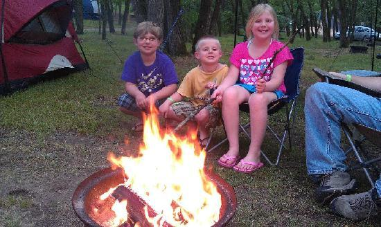 Sherwood Forest Camping & RV Park: Our campfire at tent site #64 at Sherwood Forest
