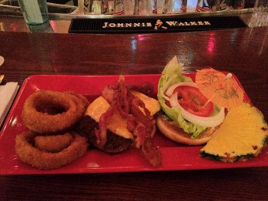 Cheeseburger at the Oasis : Cheese Burger, bacon and onion ring side