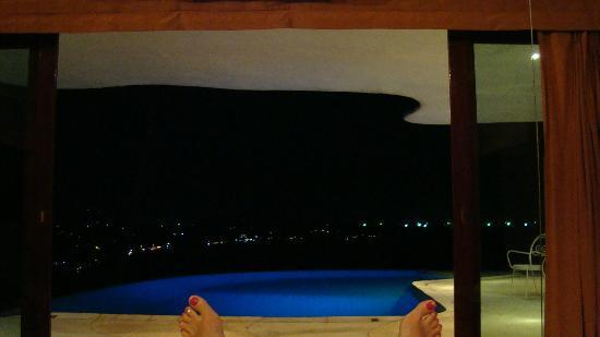 Monkey Flower Villas: view from the bed in the evening