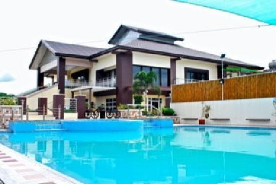Quezon Premier Hotel: pool