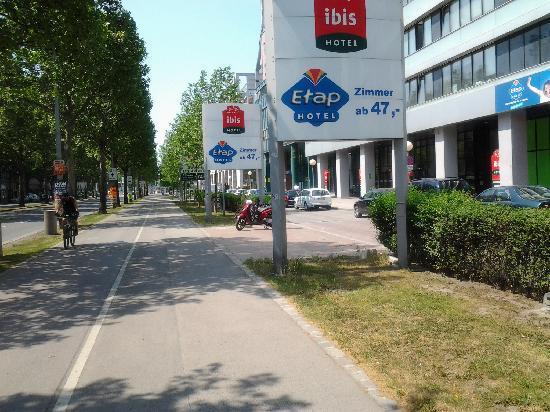 Hotel Ibis Wien Messe: IBIS & ETAP Wien Messe ~ Lassallestrasse entrance