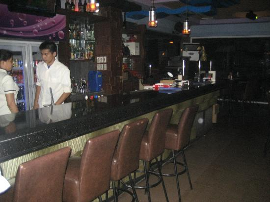 MO2 Westown Hotel-Mandalagan: Nightclub upstairs