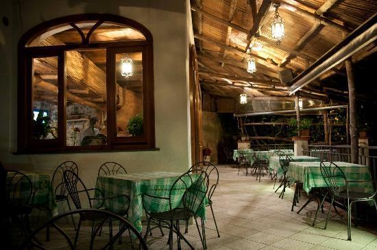 Agriturismo Villa Maria: Zona pranzo e veranda