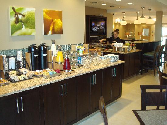 Best Western Plus Walkerton Hotel & Conference Centre: Free Full Hot Breakfast Buffet