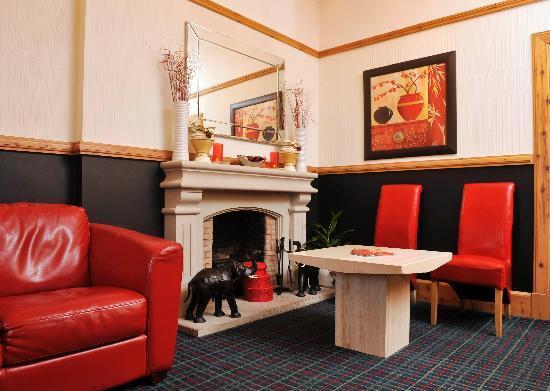 Chatni Fine Indian Dining: Lounge Area