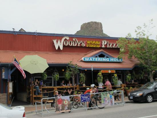Woody S Woodfired Pizza Exterior