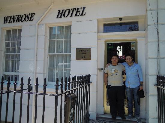 Winrose Hotel: foto all'ingresso del Winrose con jonathan