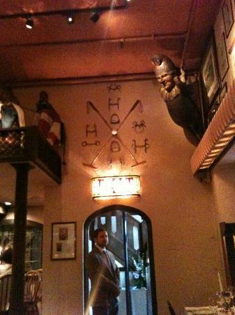 1789 Restaurant : horsey stuff over the door