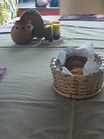 The Polo Lounge: Linen tablecloths and bread basket