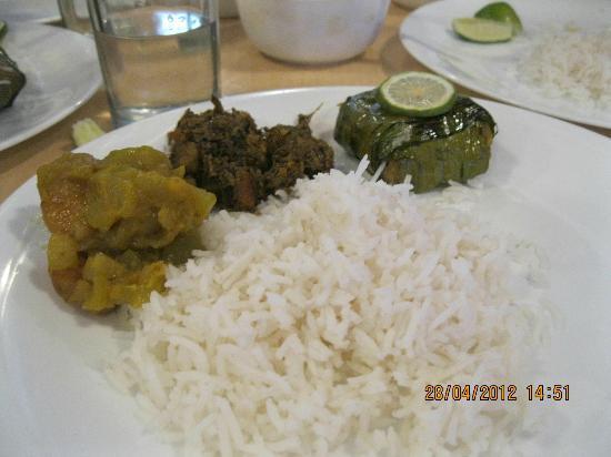 Bhojohori Manna Hindusthan Road: bengali thali