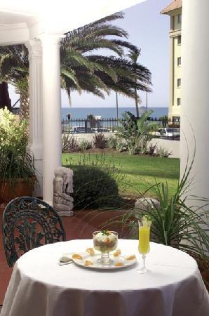 Beachwalk Bed and Breakfast: 100metres from the beach!