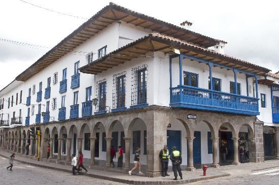 Plaza de armas cusco hotel 1 2 8 105 updated 2017 for Hotel casa andina catedral