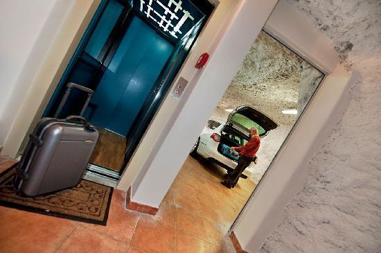 Casa Le Terrazze: Garage con ascensore