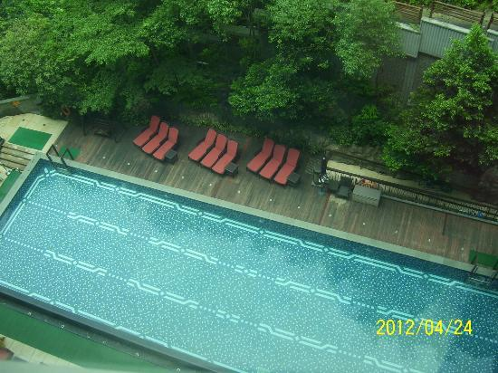 Royal View Hotel [subsidiary of Sunhung Kai Properties Ltd]: swimming pool viewed below from our room in the 11th floor