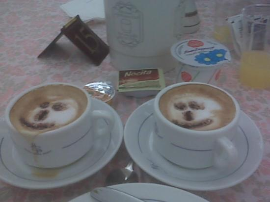 Hotel Santa Prisca: The cappaccino cups served by our friendly server