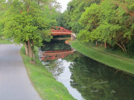 Riverrun Bed & Breakfast: View of the canal from the 2nd floor balcony