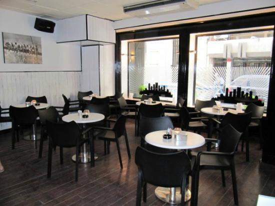 Manhattan Cafe: Salón