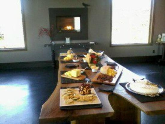 Coffin Ridge Boutique Winery: A selection of fine cheese and pastries offered to guests after the tastings