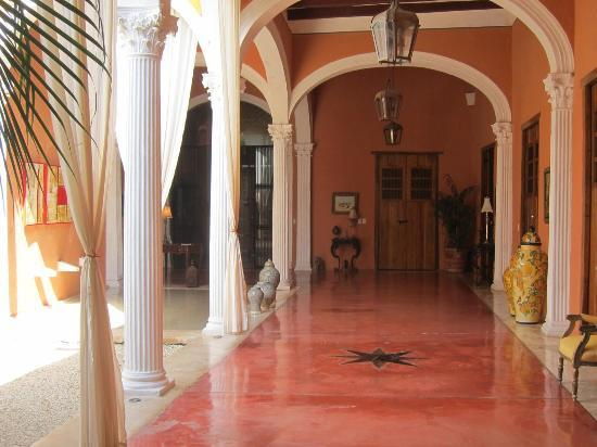 Hotel Hacienda Merida: Moroocan Style Designed Courtyard