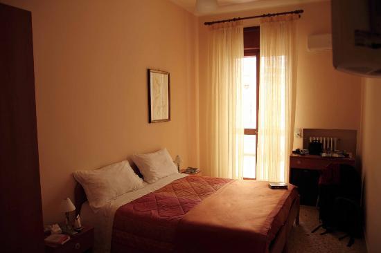 B&B Piazza 300mila: simple but comfortable room