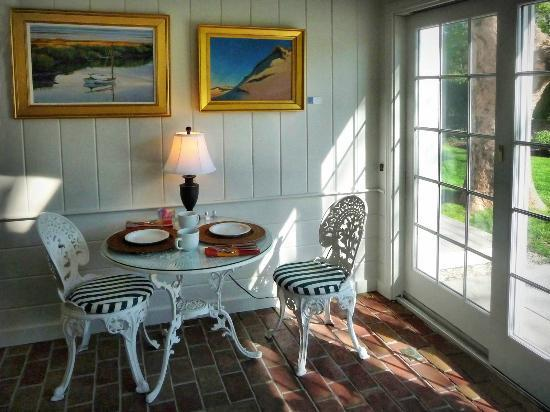 Chatham Gables Inn: Breakfast room