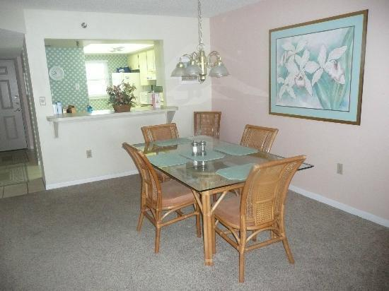 ‪‪Kima Condominiums Madeira Beach‬: dining area‬