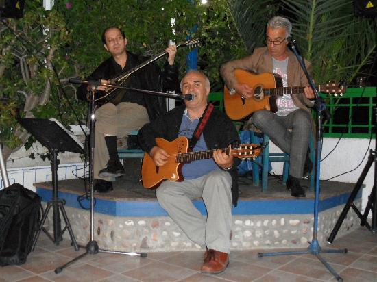 Pelagos Live Music Restaurant : Xronis and Mimis Panaretos plus Flourios with the buozcouki