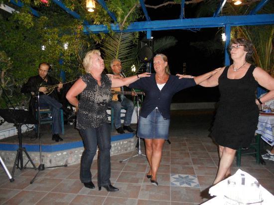 Pelagos Live Music Restaurant : Greek dance