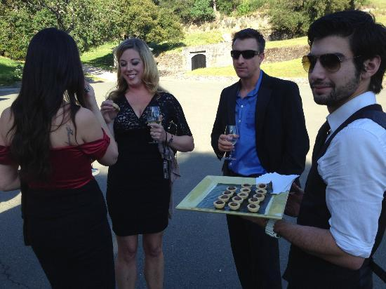 Vine Cliff Winery: Friendly staff serving spectacular truffle mushroom hors 'dourves.