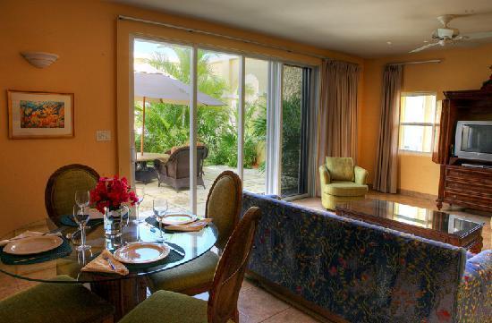 Reef Residences on Grace Bay: Courtyard grande