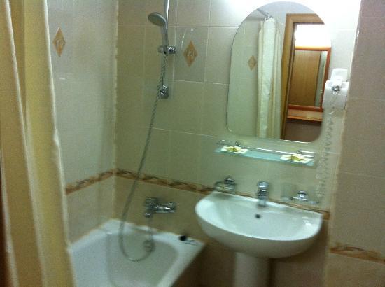 Hotel Astrus: bathroom