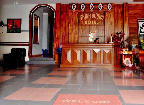 Thinh Vuong Hotel: Front Desk
