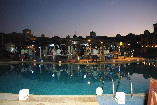 Tirana Aqua Park Resort: Restauracja