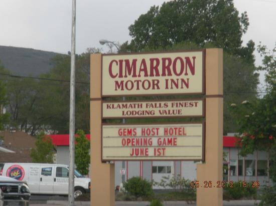Cimarron Inn & Suites Klamath Falls: Exterior sign