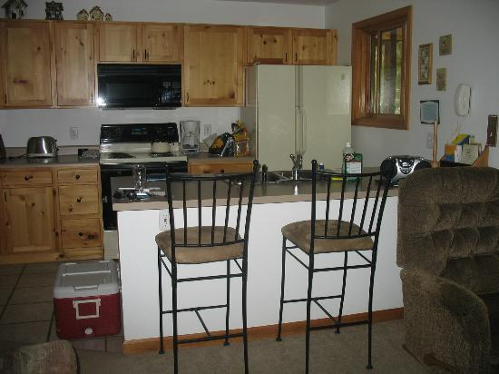 Rapids Lodge: Kitchen area