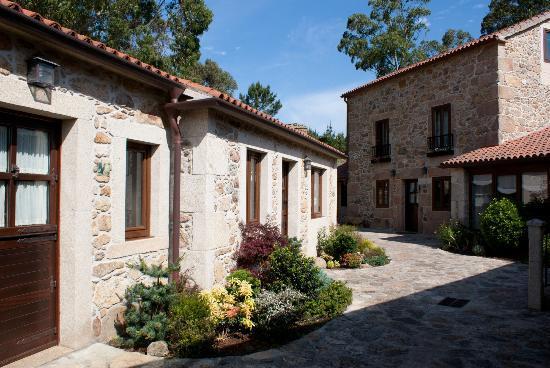 Hotel Rústico Lugar Do Cotariño: Patio Hotel